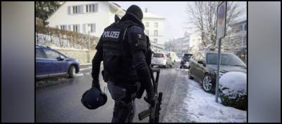 Armed man injures 2 police officers in Switzerland, later kills himself