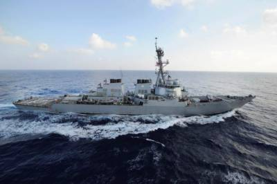 U.S. Navy destroyer fires warning shots at Iranian ships
