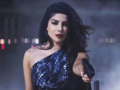 Priyanka makes sexy comeback in Baywatch trailer