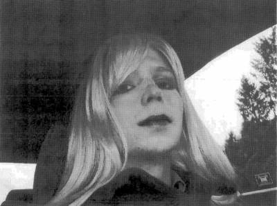 Obama cuts sentence of WikiLeaker Chelsea Manning