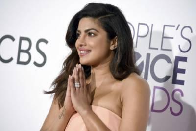 Priyanka wins People's Choice Award 2017: (Pics)