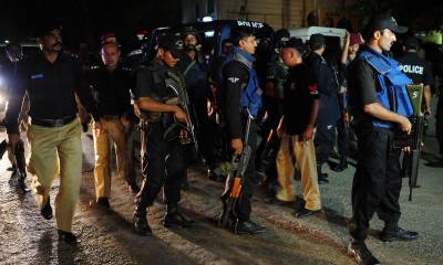 Karachi Police shoot down a suspect