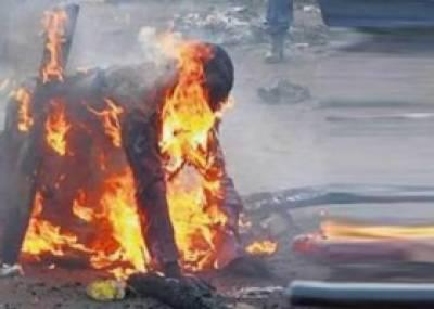 Mob burns robber alive in Karachi