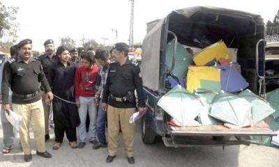 Lahore police crackdown against kite flyers,over 100 arrested