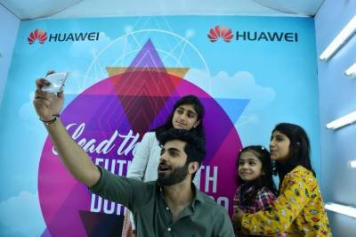 Huawei & Shehryar Munawar: Meeting fans in Fortress Square Mall