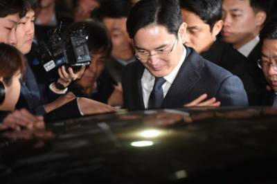 Samsung chief Lee arrested over corruption charges