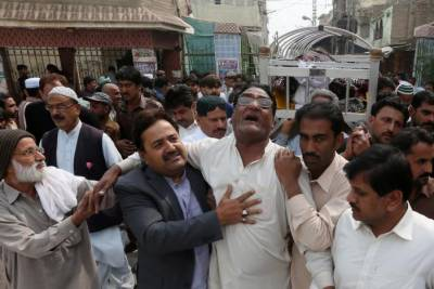 Wailing, anger at Lal Shahbaz Qalandar shrine after bomber kills 77