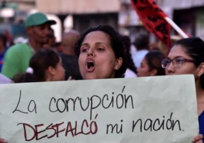 """No more governments of thieves and the corrupt"", thousands protest in Panama"
