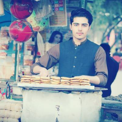 Elegant 'Burgerwala' becomes new Social media sensation