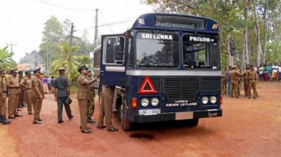 Attack on a Sri Lankan prison bus leaves seven dead
