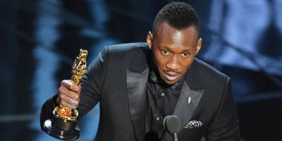 Mahershala Ali becomes first Muslim to receive Oscar