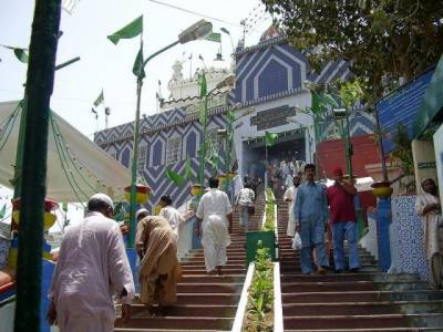 Threat alert issued for Abdullah Shah Ghazi shrine