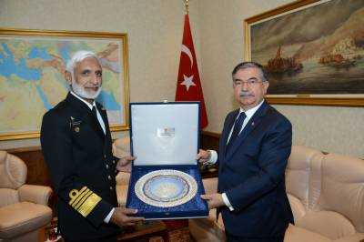 Turkish Navy chief meets his Pakistani counterpart