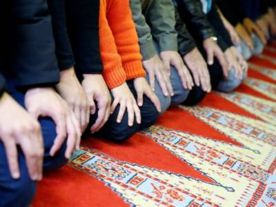Muslim students barred from using prayer mats in German school