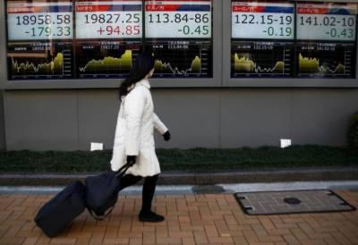 Asian stocks climb, oil downs
