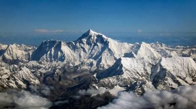 Australian trekker dies on descent from Mount Everest