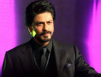 SRK doesn't forget his politeness when car ran over a photographer