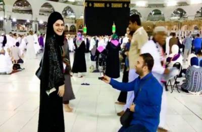 TV announcer proposed girl in front of Kaaba, faces anger