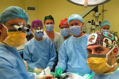 19 Hour operation replaces human body with a new human head