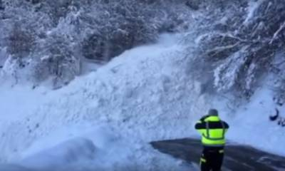 Avalanche hits school students in Japan