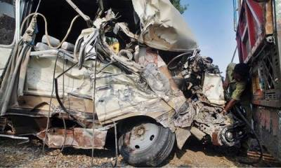7 killed, 2 injured as pick-up collided with truck in Chagai