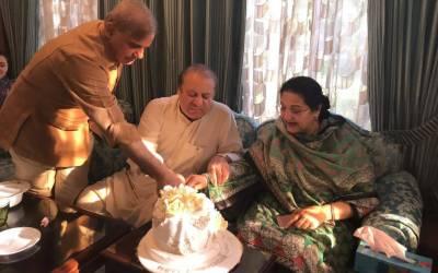 PM Nawaz, Kulsoom Nawaz celebrate 46 wedding anniversary