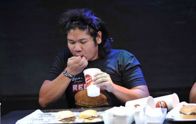 Filipino man sets world record for eating most burgers in 60 seconds