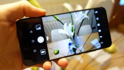 Huawei starts booking for P10 with DSLR