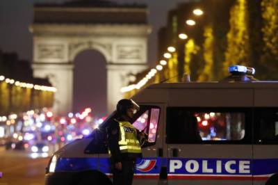 Policeman killed in Paris shooting claimed by IS