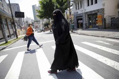 Women may be asked to wear headscarf: Austrian president