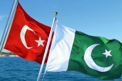 Pakistan signs warship, training plane deals with Turkey