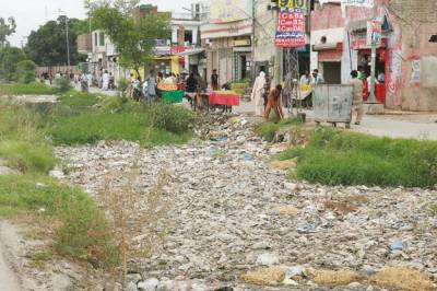 Unique sentence: Court orders drug peddlers to clean streets, sewers for a year