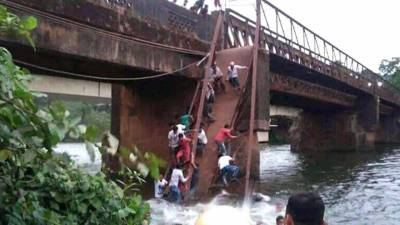 Bridge collapses inGoa, leaves two dead, several missing