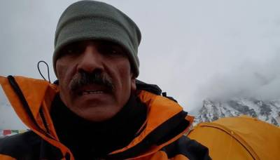 Fourth Pakistani conquers Mount Everest