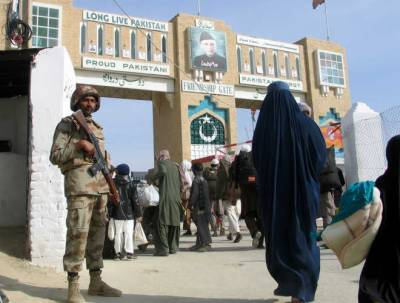 Pak-Afghan officials to discuss border situation today