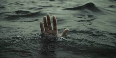 Woman along with three daughters commit suicide