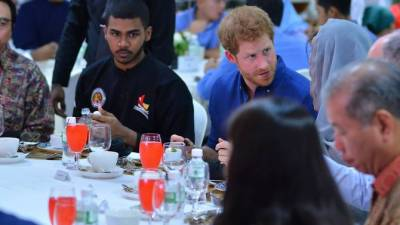 Prince Harry breaks fast with Muslim community
