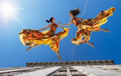Breathtaking mid-air dance: may make you surprise