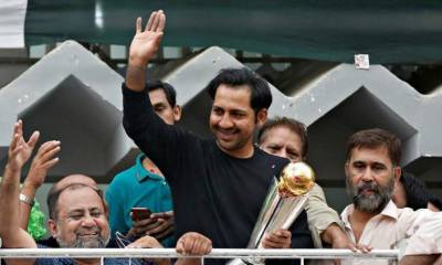 Sarfaraz Ahmed experiences loud slogans of cricket-fans swarm outside home
