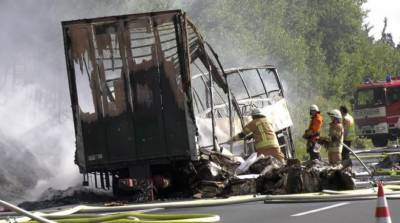 18 killed as tour bus bursts into flames after collision