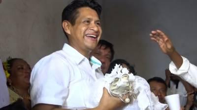 Mexican town mayor 'marries' crocodile