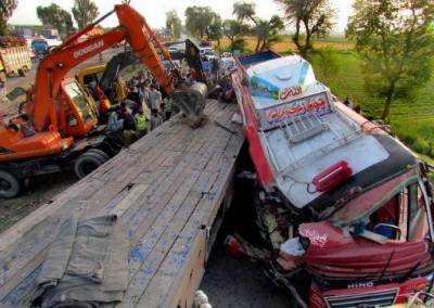 Layyah: 15 killed, dozens injured in bus-tractor trolley collision