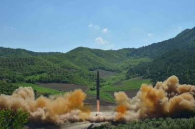 North Korean ICBM carry nuclear warhead, U.S. reacts