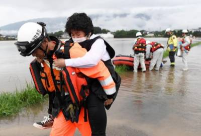 11 people missing, 400,000 evacuated as heavy rain hits Japan