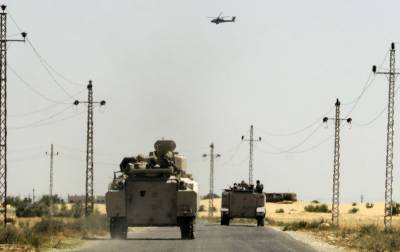 Ten soldiers killed in Sinai car bomb attacks