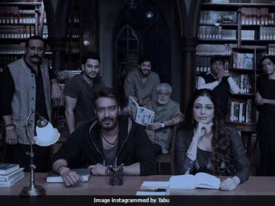 Tabu posts pics with Ajay Devgn at Golmaal 4 set