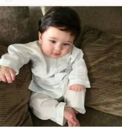 Cute Taimur's first foreign tour with parents (Pic.)