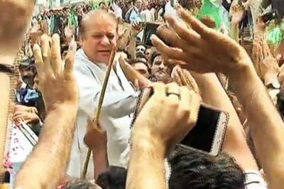 Thousands of PML-N supporters greet Nawaz Sharif in Bharakahu