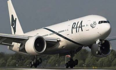 Lahore bound PIA flight puts lives in danger