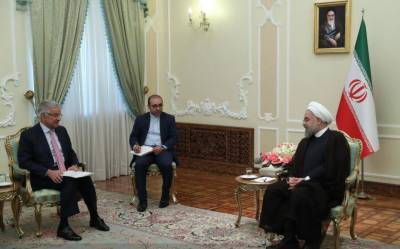 Khawaja Asif meets Iran President Rouhani, discuss regional security